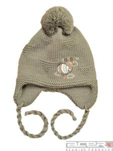 зимняя шапка с пчелой
