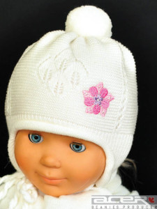 Beanie for girl with pompom
