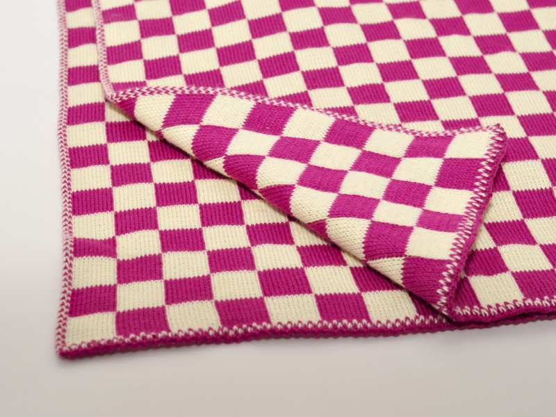 Blanket with 2 colour jacquard